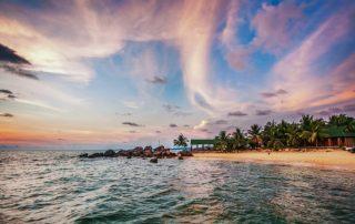 Phú Quốc nổi tiếng với những bãi biển đẹp, và nơi ngắm hoàng hôn đẹp nhất nước