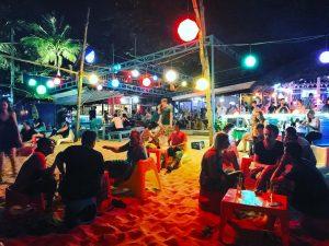 Luôn có lượng lớn khách hàng có nhu cầu giải trí về đêm - Ảnh tại một quán Bar nhỏ ở Phú Quốc